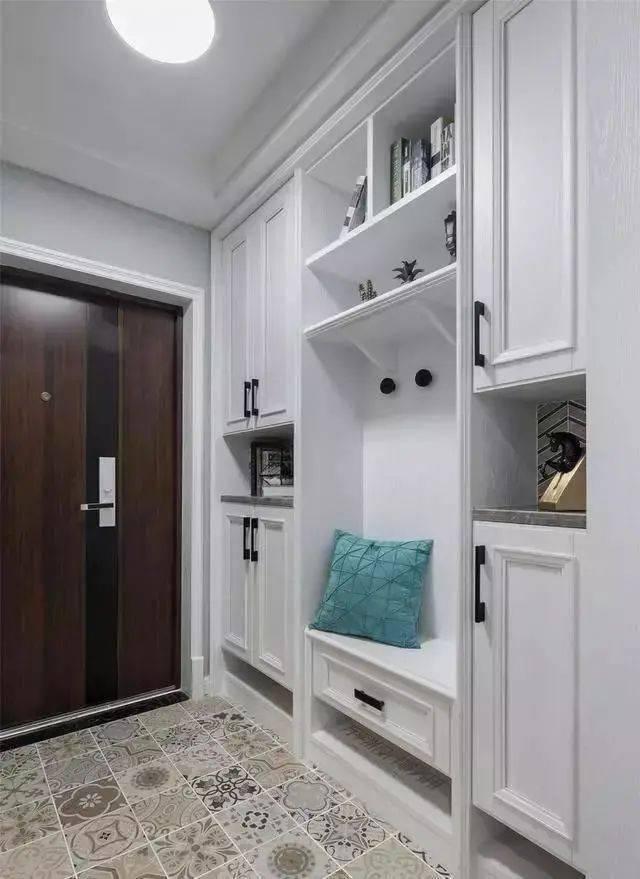 玄關怎么設計比較好看實用?鞋柜換鞋凳成標配 收納功能更是強大